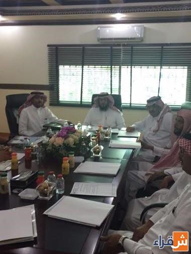 رئيس مركز أشيقر يعقد اجتماعاً مع رؤساء الدوائر الحكومية