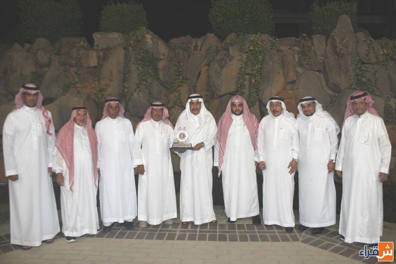 الشيخ عبدالله بن عبدالرحمن الجميح يحتفي بإدارة نادي الوشم و يدعم خزينته بستين الف ريال