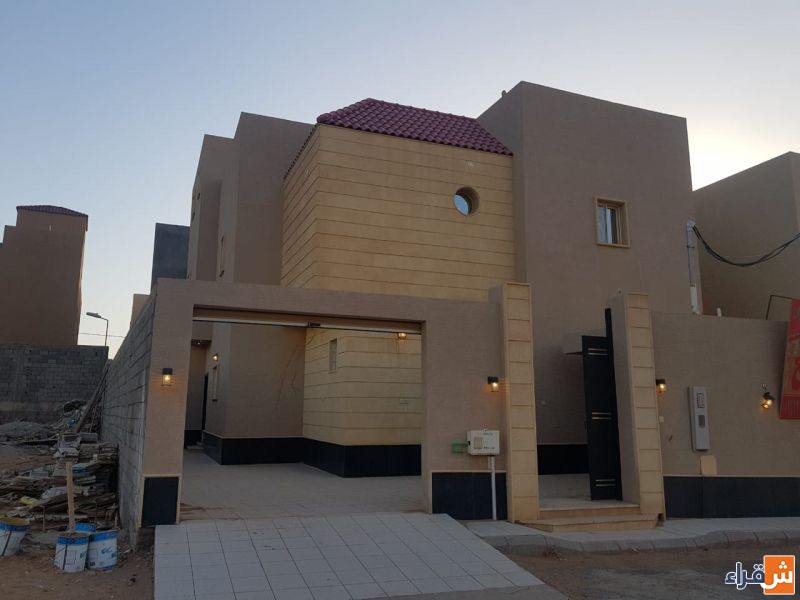 للبيع فيلا  ٣٠٠ متر درج صالة في حي الوقف بشقراء لدى إعمار للعقارات