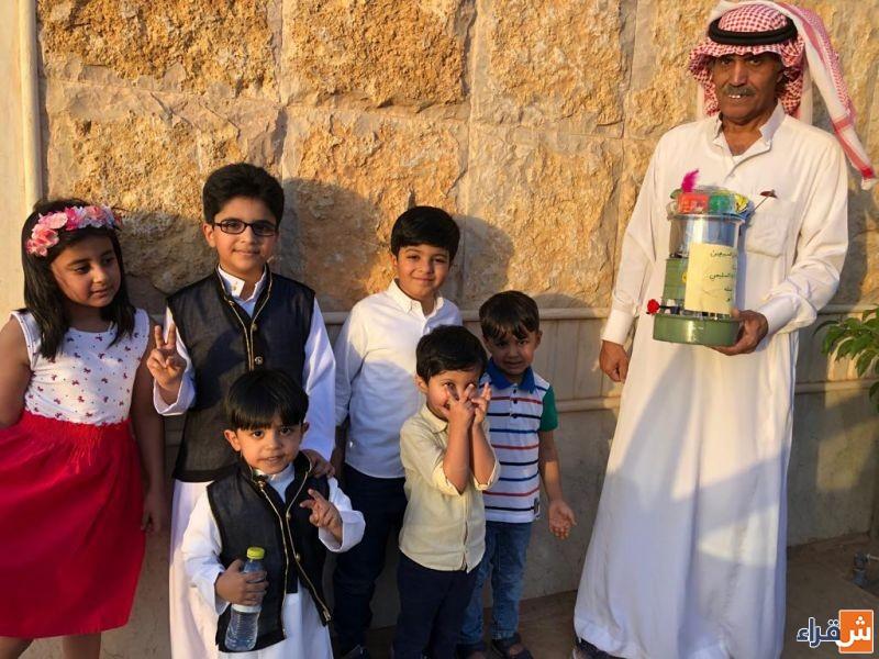 محمد بن عبدالله السليمي يخصص شرط العيد للصغير والكبير ويخصص هدايا للجدات كل عام في غسلة