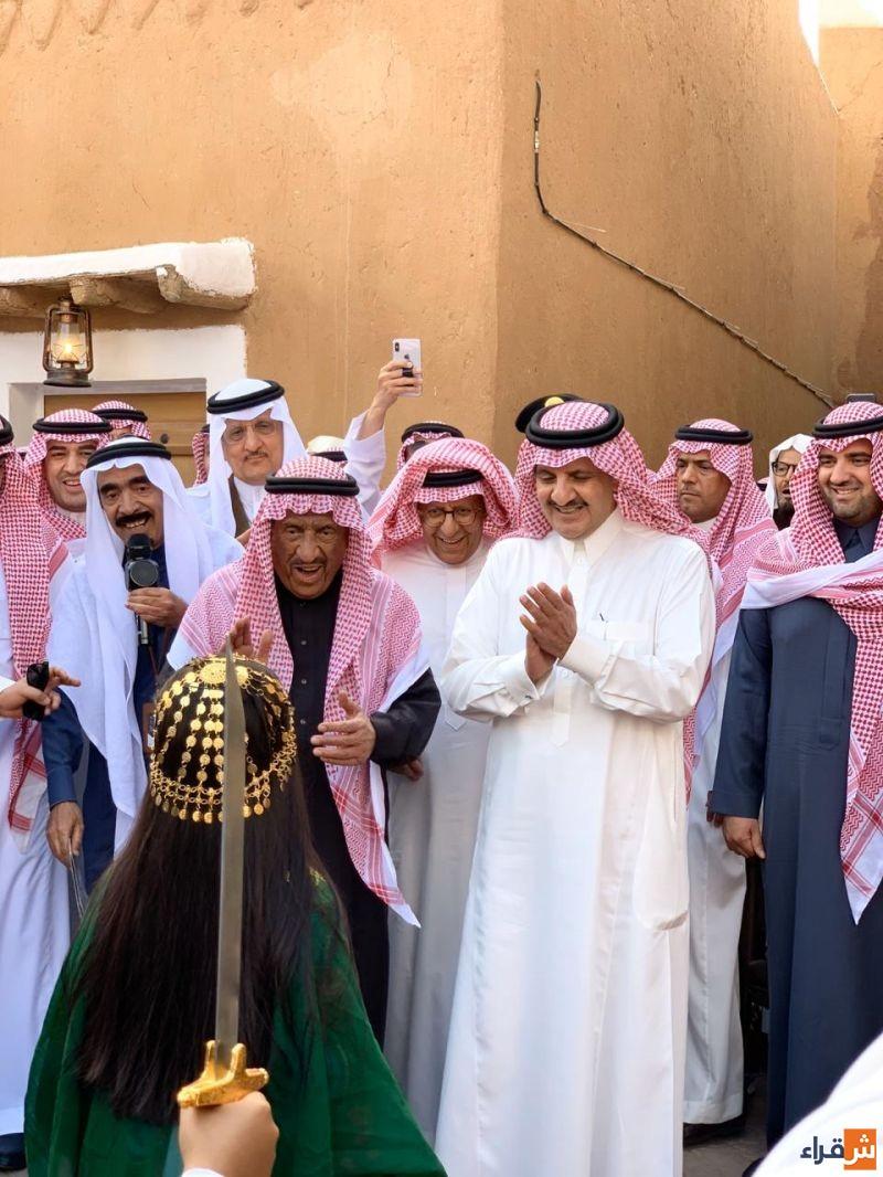 الأمير سعود بن نايف يزور فعاليات لجنة التنمية النسائية في سوق المجلس في القرية التاريخية بشقراء
