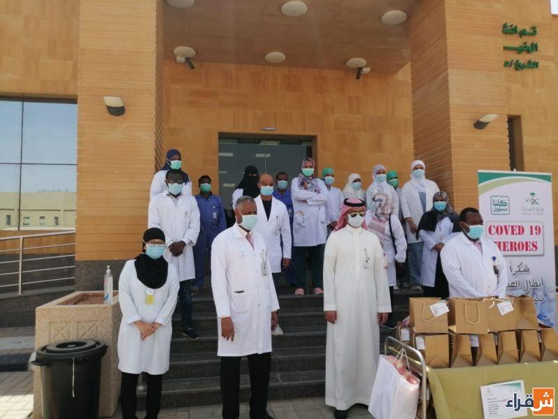 الإدارة الطبية بمستشفى شقراء تقوم بجولة تكريمية للعاملين في المستشفى خلال جائحة كورونا
