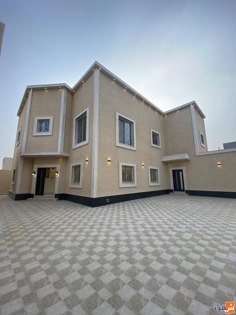 للبيع في شقراء فيلا درج بالصالة خلف مبنى مؤسسة التقاعد الجديد
