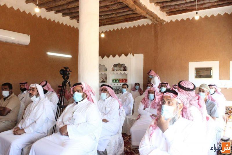 بحضور عدد كبير من المزارعين أقام مكتب وزارة البيئة والمياه والزراعة بمحافظة شقراء  ورشة عمل (الممارسات الزراعية السليمة في البيوت المحمية)