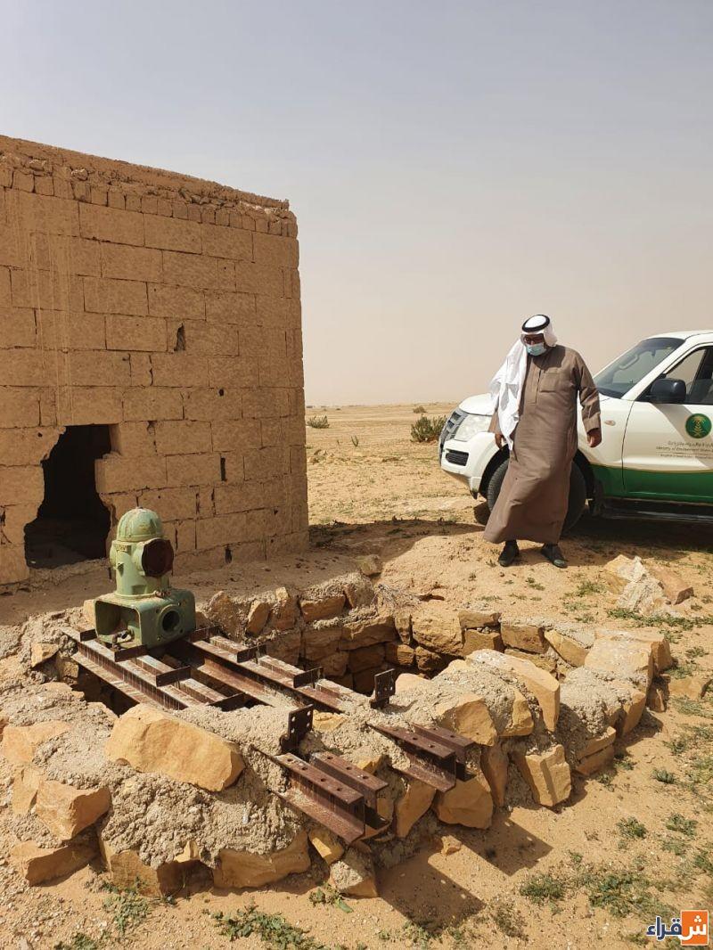 مكتب وزارة البيئة والمياه والزراعة يقوم بجوله على عدد من الآبار المهجورة والمكشوفة.