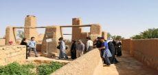 السفير الياباني يزور القرية التراثية بأشيقر