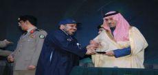 أمير الرياض يكرم مدير المعهد الصناعي الثانوي بشقراء