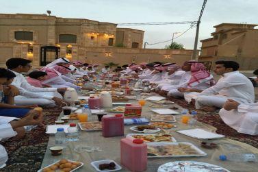 سكان مخطط ٧١٧ يجتمعون على مائدة الإفطار للسنة العاشرة على التوالي