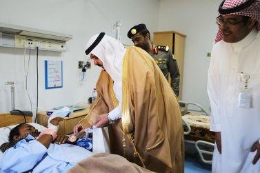 محافظ شقراء عايد المرضى المنومين وأطباء المستشفى العام