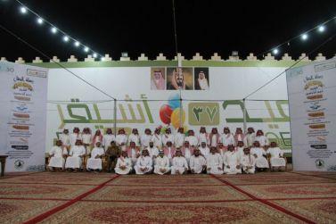 لجنة الاحتفالات بأشيقر تكرم المشاركين في حفل الأهالي السنوي