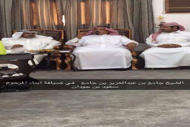 الشيخ جامع بن عبدالعزيز يقدم التعازي لابناء الفقيد سعود بن جودان الرويس