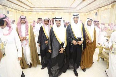 الشاب عبدالرحمن بن محمد المنيع يحتفل بزواجه