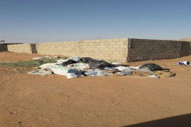 النفايات متكدسة في سوق الأغنام بشقراء