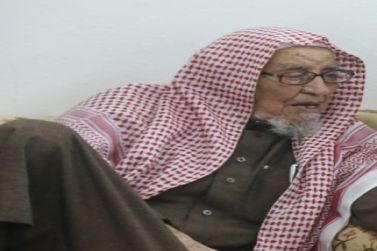 الشيخ علي الطويل إلى رحمة الله (موعد الصلاة ومكان العزاء وأرقام الاتصال)