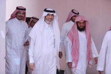 مدير الجامعة د. عدنان الشيحة يقف على مشروع المجمع الاكاديمي لكليات البنات بالقويعية ويدشن العيادة الطبية بكلية العلوم التطبيقية