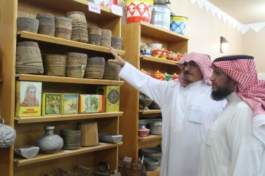 رئيس مركز أشيقر يزور متحف الموسى التراثي