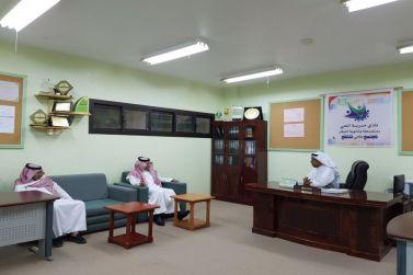 رئيس مركز أشيقر يزور نادي الحي بأشيقر