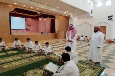 رئيس مركز أشيقر يزور مجمع حلقات تحفيظ القرآن الكريم بأشيقر