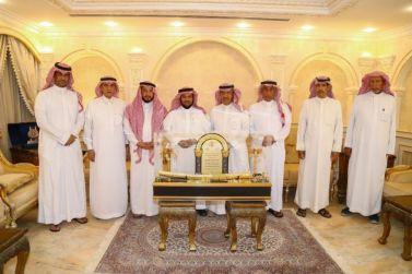 اللجنة الاستشارية بنادي الوشم يشكرون عضو شرف النادي الأستاذ عبدالرحمن العيد