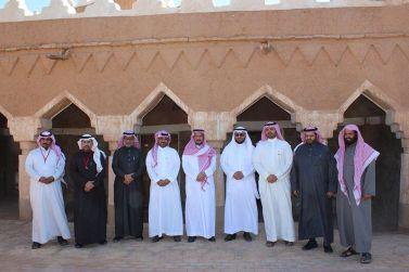 ضيوف ملتقى الأمن والسلامة المدرسية يزورون المحافظ والبلدة التاريخية بشقراء