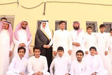 محافظ شقراء عادل البواردي يزور ثانوية الملك عبدالله  ويدشن حملة إزالة التلوث البصري