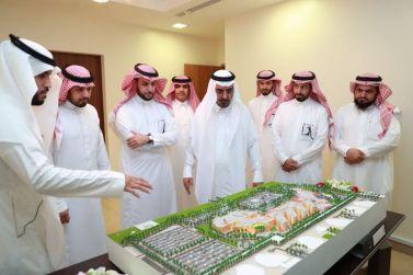 مدير جامعة شقراء الدكتور عوض الأسمري يدشن التصاميم الخاصة بالمستشفى الجامعي