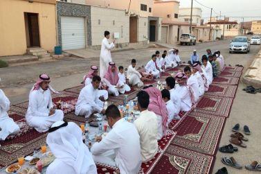 جماعة حي الصفراء بشقراء يقيمون مأدبة إفطار في شهر الخير