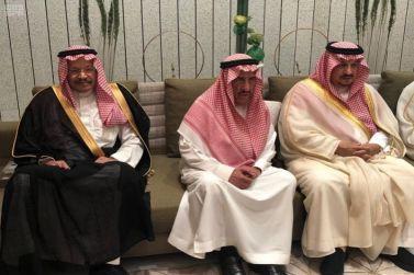 الأمير فيصل بن بندر يقدم العزاء لأسرتي الجميح والرويتع
