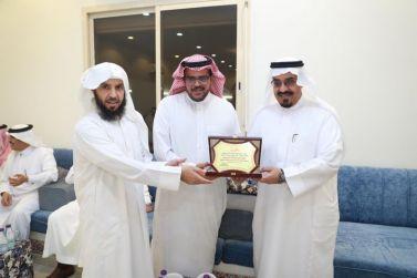 كلية العلوم والآداب تكرم الدكتور الرويلي والدكتور اليحيى وعدد من أعضاء هيئة التدريس