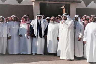 معالي الدكتور فهد السماري ومحافظ شقراء يزوران منزل محمد بن سعود العيسى التراثي