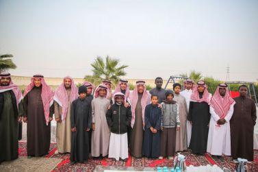 الشيخ حمد الجميح يزور دار التربية الاجتماعية ويلتقي بأبناء الدار