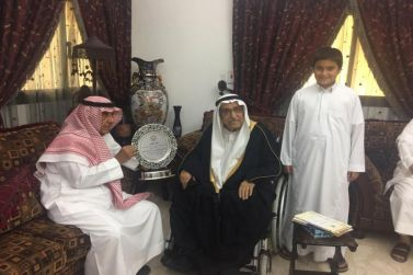 الشيخ عبدالرحمن المقرن يدعم نادي الوشم