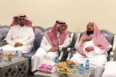 معالي الشيخ عبدالله المنيع يستقبل رئيس بلدية شقراء