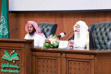 التركي يحاضر في جامعة شقراء عن خصوصيات المملكة العربية السعودية