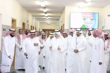 الشيخ عمر البليهد يطلع على آلية تنفيذ برنامج الطبيب الزائر في جلاجل لتطبيقها في شقراء