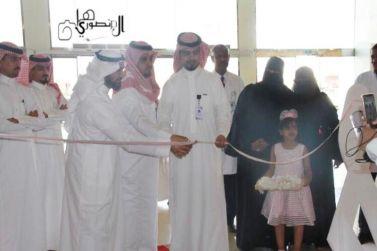 الأخصائي ياسر العطني يفتتح المعرض الخاص بالتوعية بسرطان الثدي في مول البساتين