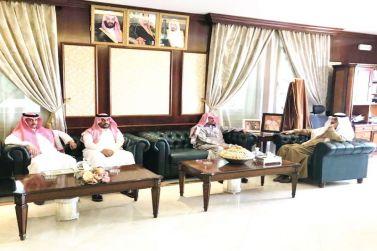 محافظ شقراء يلتقي بمدير عام الإدارة العامة لمكافحة المخدرات بمنطقة الرياض