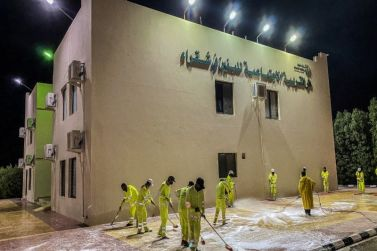 دار التربية الاجتماعية للبنين بمحافظة شقراء تقوم بتعقيم المبنى كاملًا احترازاً من فايروس كورونا