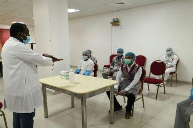 في اليوم العالمي لسلامة الغذاء مستشفى شقراء ينضم دورة تدريبية عن آلية تطبيق الاحترازات للعاملين في قسم التغذية