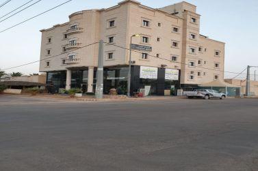 فرصه استثماريه للبيع في الفرعه بمحافظة شقراء  مبنى حديث شقق فندقية ومحلات تجارية