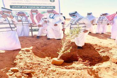 محافظ شقراء يدشن حملة التشجير لنجعلها خضراء في روضة غسلة بمحافظة شقراء