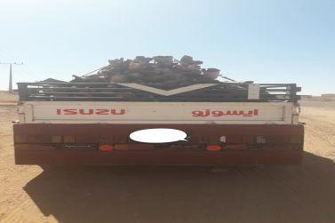 الفرق الميدانية التابعة لمكتب وزارة البيئة والمياه والزراعية بشقراء تضبط سيارتين محملة بالحطب