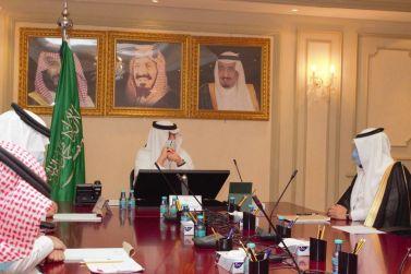 محافظ شقراء يعقد اجتماعاً مع سعادة المدير العام لفرع هيئة الهلال الأحمر السعودي بمنطقة الرياض
