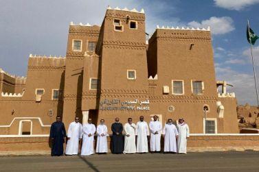 """مدير مصفاة أرامكو المهندس """"الفاضل"""" يستضيف وفد أرامكو في جولة سياحية"""