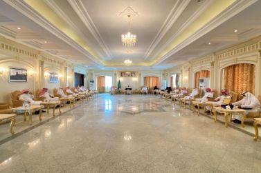 محافظ شقراء يلتقي بمدير عام فرع وزارة الموارد البشرية والتنمية الاجتماعية بمنطقة الرياض