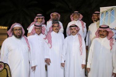 مجموعة أصدقاء المطر بمحافظة شقراء  يكرمون زملاءهم المتقاعدين عن العمل